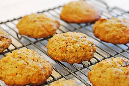 復活節小兔獻禮:紅蘿蔔乳酪夾心餅乾 Carrot Cake Sandwich Cookies
