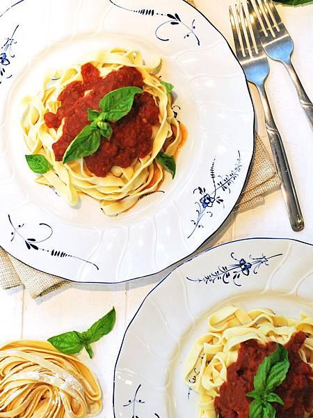 義大利媽媽經典:手工義大利麵佐蕃茄羅勒醬 Homemade Pasta w/ Marinara Sauce