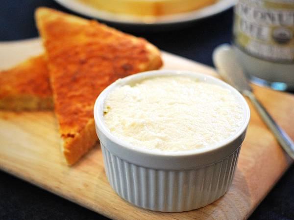 古早味手作最高!椰香奶酥抹醬&奶酥厚片 Coconut Cream Spread on Toast