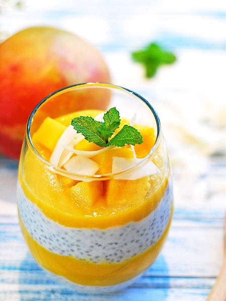 30秒清爽甜點!芒果椰香奇亞籽優格布丁 Mango & Coconut Chia Seed Pudding
