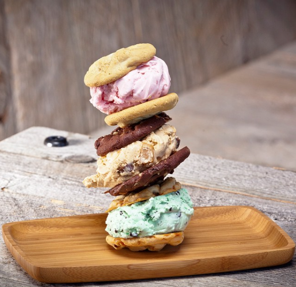 加州最近瘋什麼?「雞蛋仔+冰淇淋」給你冰淇淋嶄新享受!