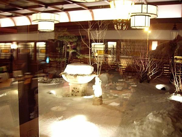 晚餐食亭外的雪景