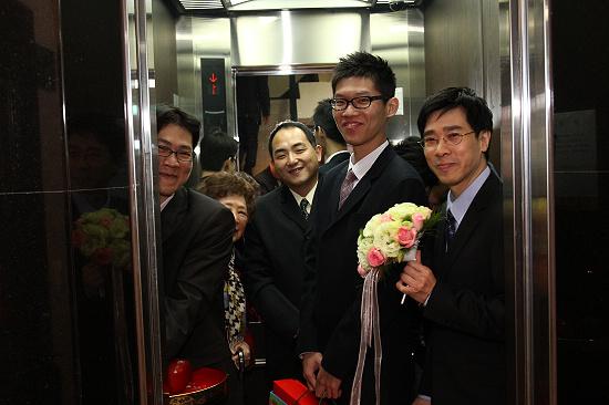 18. 電梯上樓.jpg