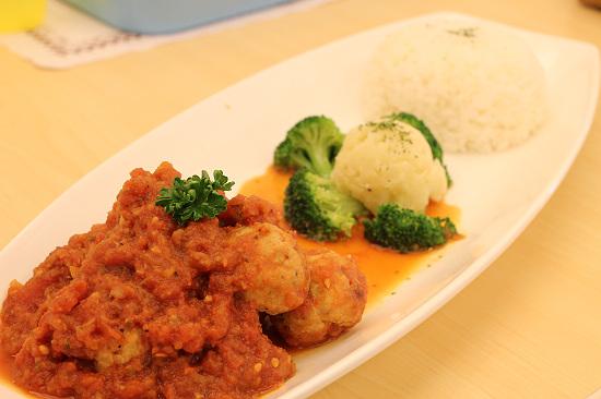 12雞肉蔬菜丸佐番茄醬汁.jpg