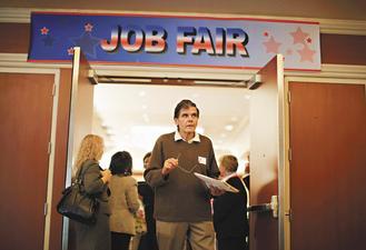 美國9月失業率持續維持在9.6%,整體就業人數連四月下滑,Fed可能得祭出更寬鬆的經濟政策,以刺激經濟。(路透).jpg