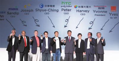 03HTC新機發表,宏達電大手筆造勢,國內外電信大廠均到場祝賀,場面相大盛大。.jpg