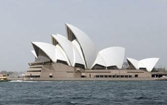 沙塵暴遠離,還給雪梨歌劇院清朗本色。(Reuters).bmp