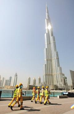 尚未完工的杜拜塔已達818公尺高,超越台北101大樓。(法新社).bmp