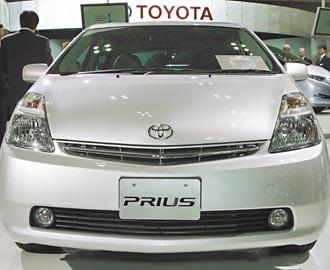 日本豐田汽車公司宣布在北美召回近400萬汽車,以檢修或更換易被腳踏墊卡住的油門踏板。(美聯社).bmp