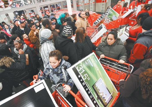 美國年底購物季在27日「黑色星期五」起跑,但消費者的購物意願似乎仍低落,零售業者對銷售業績不敢抱持過高期望。路透.bmp