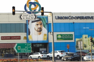 杜拜成為全球暴發金融中心,全由外號The Boss、Superman 的統治者穆罕默德打造,他的肖像在這裡無所不在。美聯社.jpg