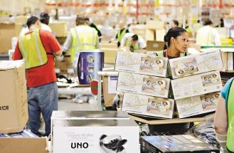 零售商耶誕季戰火延伸到網路上,紛紛推出周一優惠價,甚至推出「網購周末」或「耶誕網購周」。(美聯社).jpg