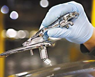 印度塔塔汽車轉虧為盈,主因是旗下Jaguar Land Rover(JLR)削減成本奏效、銷售回升。(彭博資訊).jpg