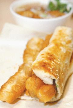 最受歡迎的厚燒餅夾油條,餅要用老麵糰.jpg