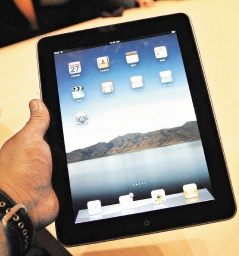 蘋果的iPad一出,電子書閱覽器為之色變,但對手亞馬遜的股價繼續走高。歐新社.jpg