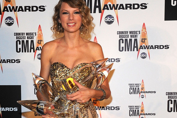 The 19-year-old phenom swept the Country Music Awards Wednesday night, including a big win for Entertainer of the Year..jpg