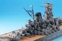 大和戰艦 ▲二戰的煙硝早已落下,大和戰艦的幽靈還在海上盤旋。看他那鋼鐵的身軀,十項全能的新式武器,如今都成為一只精巧的玩具,在地面上航行。圖片來源 takarahobby.com