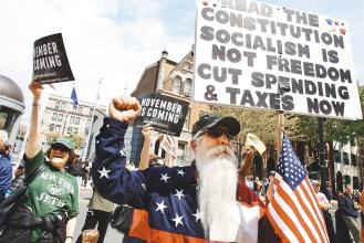 經濟不振往往是極右派抬頭的溫床,例如圖中的美國茶黨。(美聯社).jpg