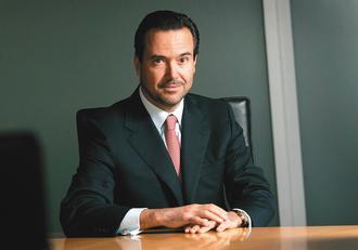 英國駿懋銀行(Lloyds)3日表示,已延攬西班牙國際銀行英國部門主管歐薩里歐(Antonio Horta-Osorio)為下任執行長。(路透).jpg