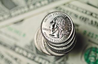 硬不起來市場預期美國聯準會將進一步放鬆銀根,美元指數應聲下挫,29日紐約早盤跌至八個月低點。(彭博資訊).jpg