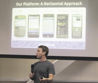 臉書3日推出Deals(優惠)服務功能,只要用戶透過Places通報自己在某個商家,該商家便可贈送臉書用戶「來店禮」,讓人們找折價券、賺點數。(路透).jpg