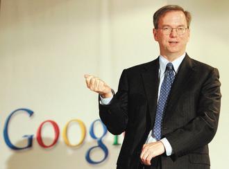 Google第三季淨利年增32%至21.7億美元,一掃投資人疑慮。執行長史密特看好手機作業系統Android,認為這是公司未來營收的金雞母。(歐新社).jpg