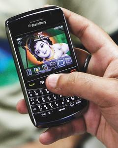 戴爾要讓員工棄黑莓機而改用自家的智慧手機,將對RIM公司造成衝擊。路透.jpg