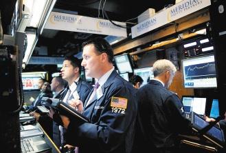 美國股市30日幾乎沒有變動,但7月份漲幅接近7%新華社.jpg