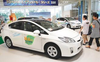 日本工業生產繼續小幅萎縮,圖為豐田油電複合動力車Prius。美聯社.jpg