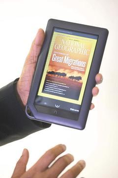 邦諾公司(Barnes & Noble)26日推出訂價249美元的全彩、觸控螢幕版電子書閱讀器NookColor,預定11月19日左右出貨,目前已開始接受預購訂單。(法新社).jpg