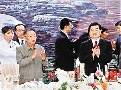 北韓國家主席金正日在不到三個月的時間,二度訪問中國,非常罕見。(見圖,美聯社).jpg