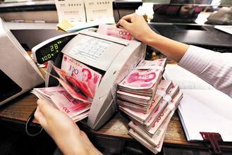 人民幣今早中間匯價由昨日的6.6627重貶至6.6912,貶幅創下22個月來最大。美聯社.jpg
