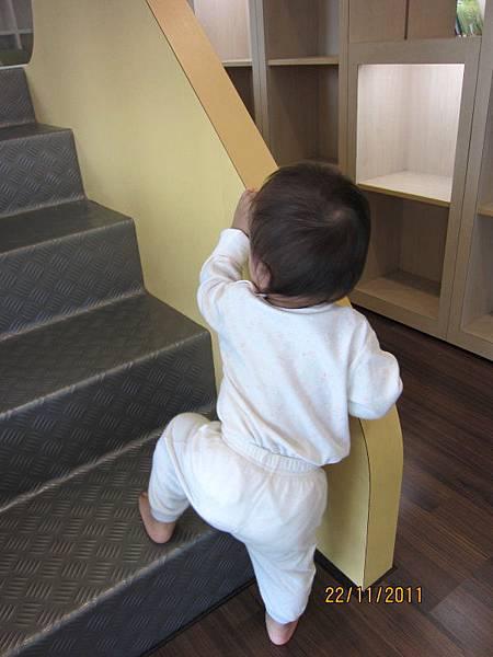 1122人家想爬樓梯