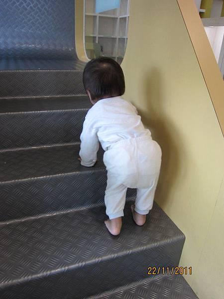 1122終於爬上第一階樓梯了