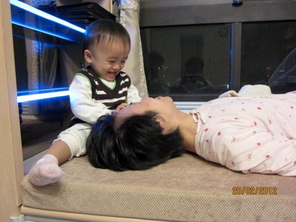 0220媽咪,我幫你挖耳朵