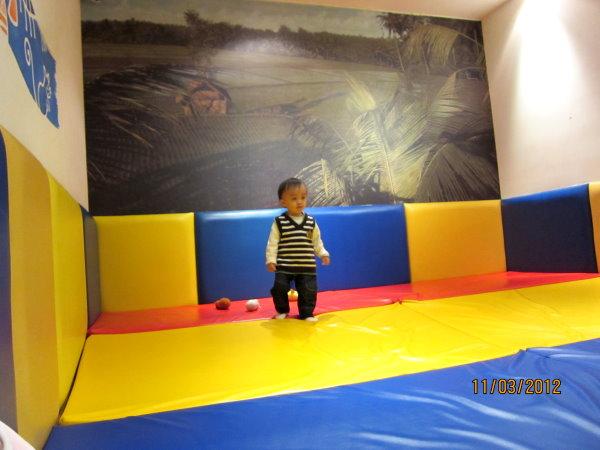 0311兒童美術館內遊戲軟墊區