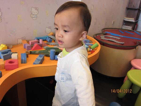 0414牙醫診所有個積木玩具區