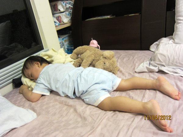 0411習慣趴睡的寶寶