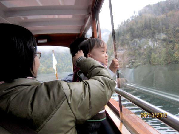 1009第一次坐船,寶寶非常好奇