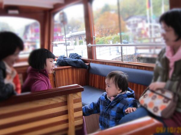 1009在船上遇到對岸的小姑娘