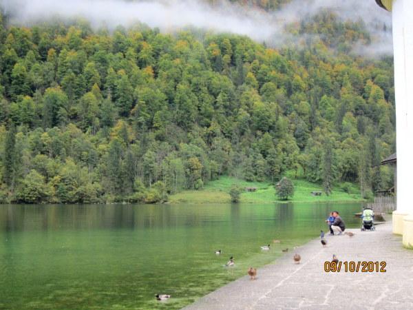1009紅蔥頭教堂旁的湖岸