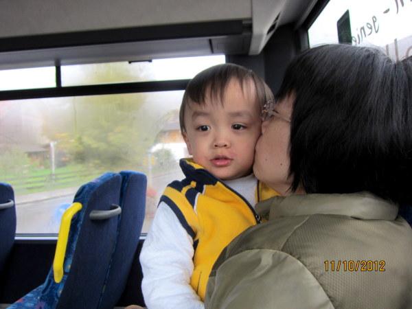 1011寶寶很喜歡坐公車