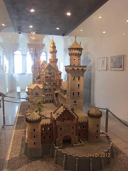 1011裡面不能拍照,來拍城堡模型吧!