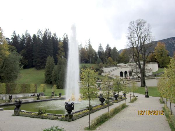 1012皇宮噴水池,整點會有噴泉