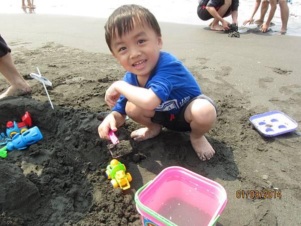 0301旗津沙灘玩沙~