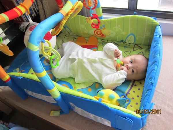 0330這是媽咪租的玩具─Kids II Bright Stars多功能遊戲墊