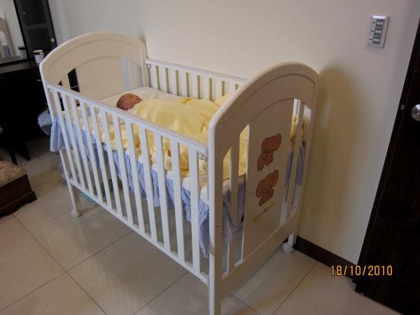 1018嬰兒床