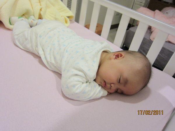 0217這是第一次趴睡,後來都沒發生過