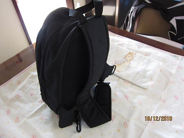 combi媽媽包背面