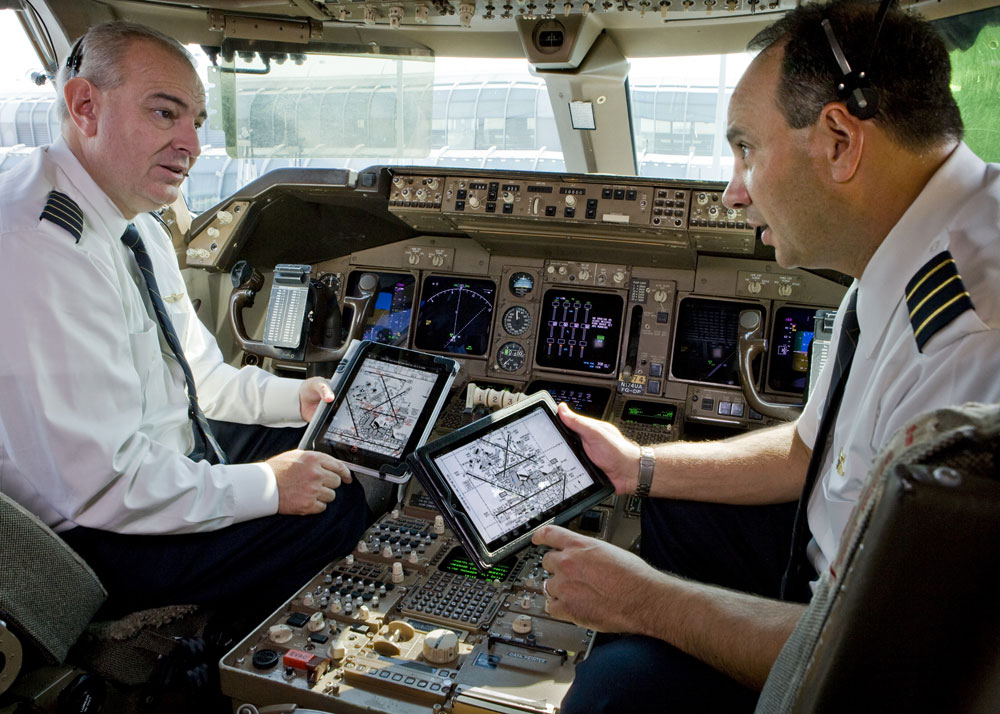 United-Airlines-Continental-iPad-Cockpit.jpg